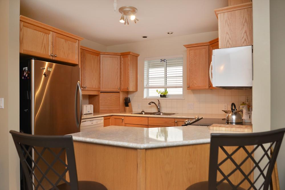 45-689 Park Rd open concept kitchen