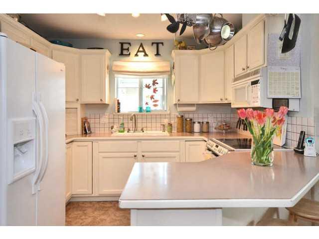 13-689 Park Rd kitchen