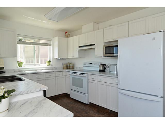 794 Bayview Heights kitchen